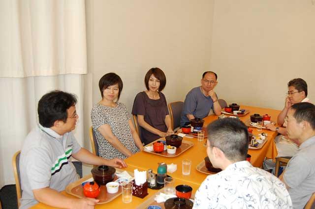 中曽根・上原両女史と座談会を開催